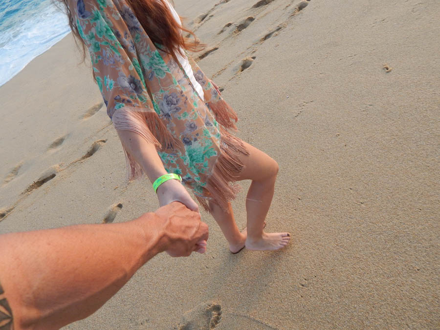 Holding-Hands-Beach