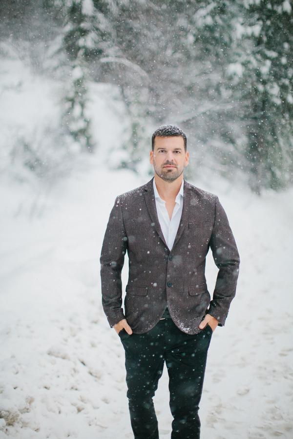 Groom Snowing